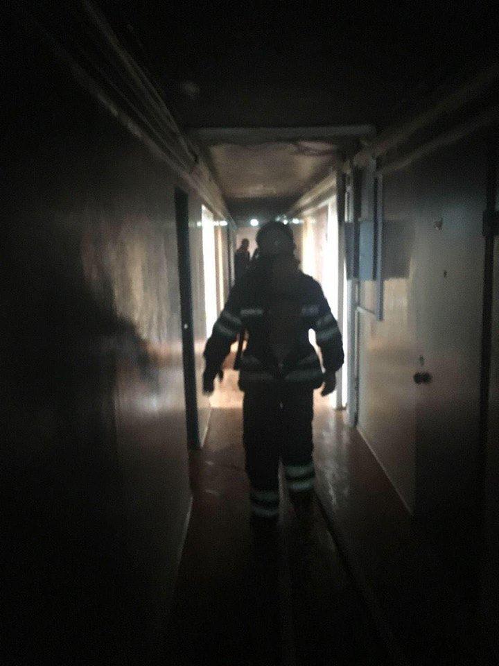 Во время масштабного пожара в криворожской многоэтажке удалось эвакуировать 15 человек (ФОТО), фото-4