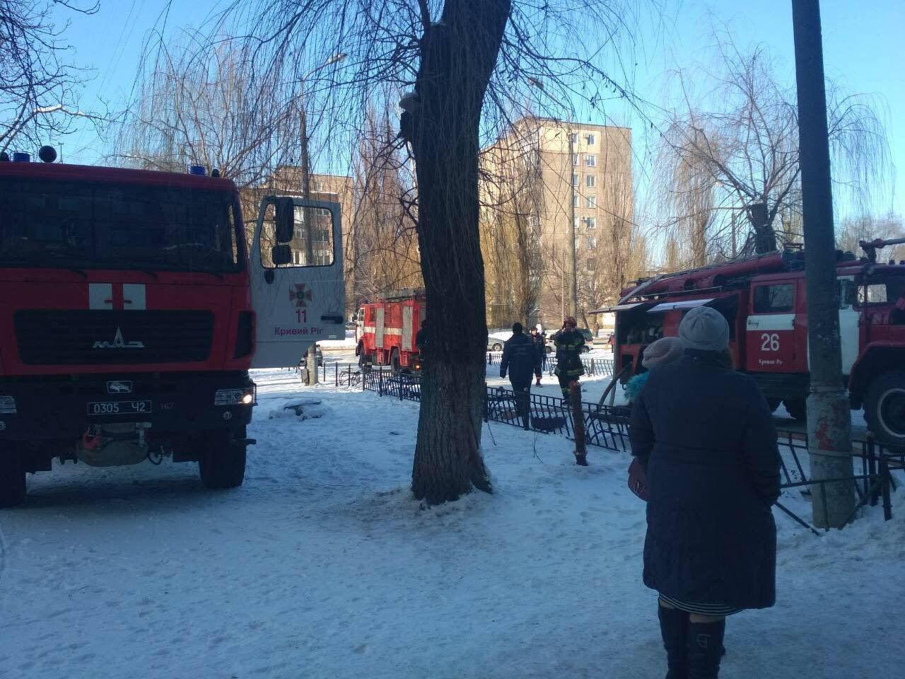 Во время масштабного пожара в криворожской многоэтажке удалось эвакуировать 15 человек (ФОТО), фото-7