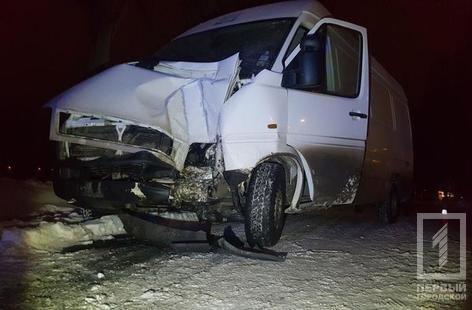 ДТП в Кривом Роге: микроавтобус влетел в электроопору, водителя госпитализировали (ФОТО), фото-4