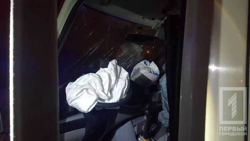 ДТП в Кривом Роге: микроавтобус влетел в электроопору, водителя госпитализировали (ФОТО), фото-2