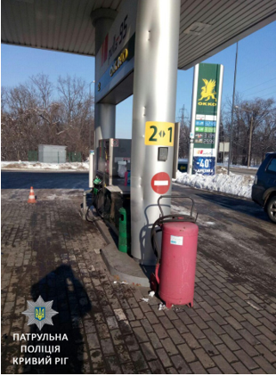 В Кривом Роге грузовик врезался в колонну на АЗС (ФОТО), фото-2