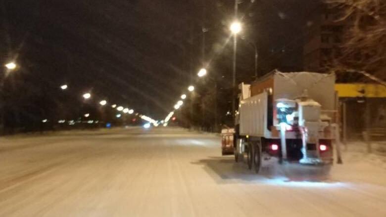 Ночью на расчистку криворожских дорог от снега вывели 25 единиц спецтехники (ФОТО), фото-3