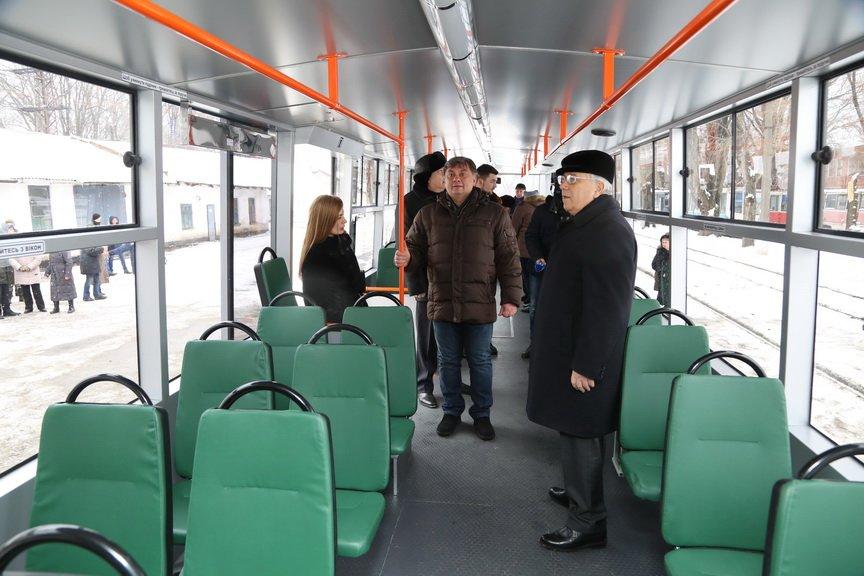 В Кривом Роге за миллион отремонтировали старенький трамвай (ФОТО), фото-4