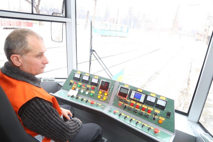 В Кривом Роге за миллион отремонтировали старенький трамвай (ФОТО), фото-5