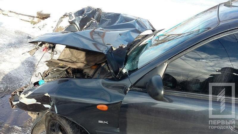 В Кривом Роге легковушка столкнулась с МАЗом спасателей. есть пострадавшие (ФОТО), фото-1