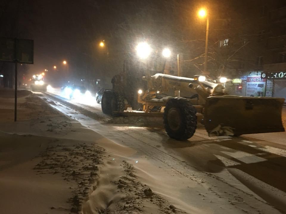Ночью криворожские дороги расчищала тяжелая техника (ФОТО), фото-12