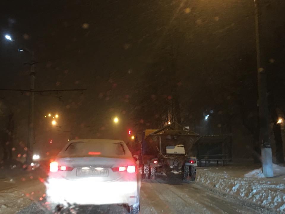 Ночью криворожские дороги расчищала тяжелая техника (ФОТО), фото-17