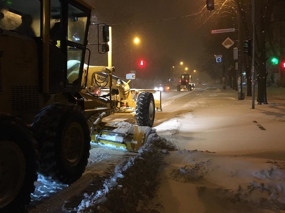 Ночью криворожские дороги расчищала тяжелая техника (ФОТО), фото-11