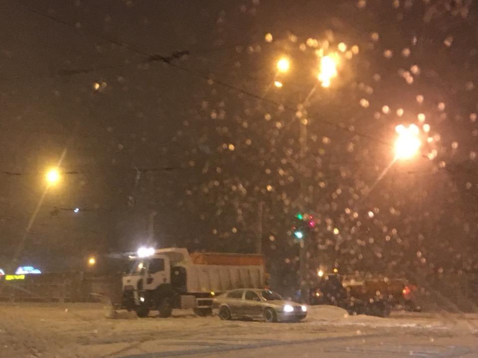 Ночью криворожские дороги расчищала тяжелая техника (ФОТО), фото-16