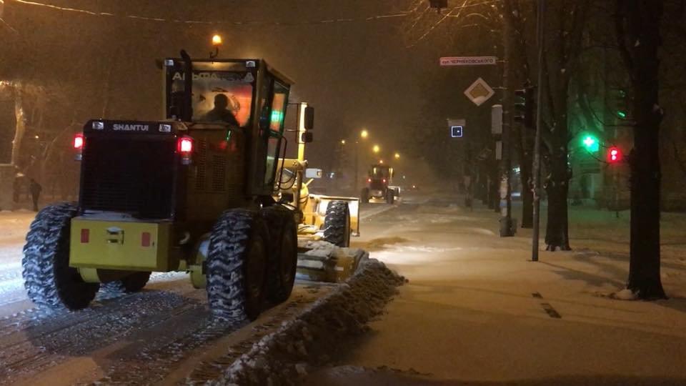 Ночью криворожские дороги расчищала тяжелая техника (ФОТО), фото-7