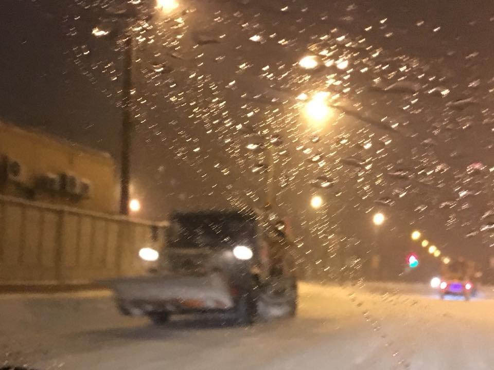 Ночью криворожские дороги расчищала тяжелая техника (ФОТО), фото-19
