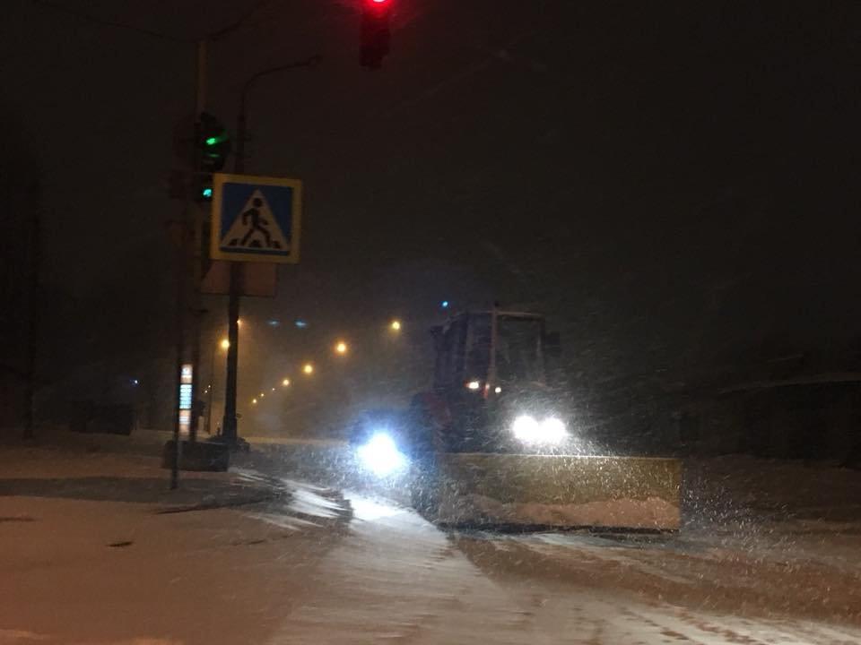 Ночью криворожские дороги расчищала тяжелая техника (ФОТО), фото-18