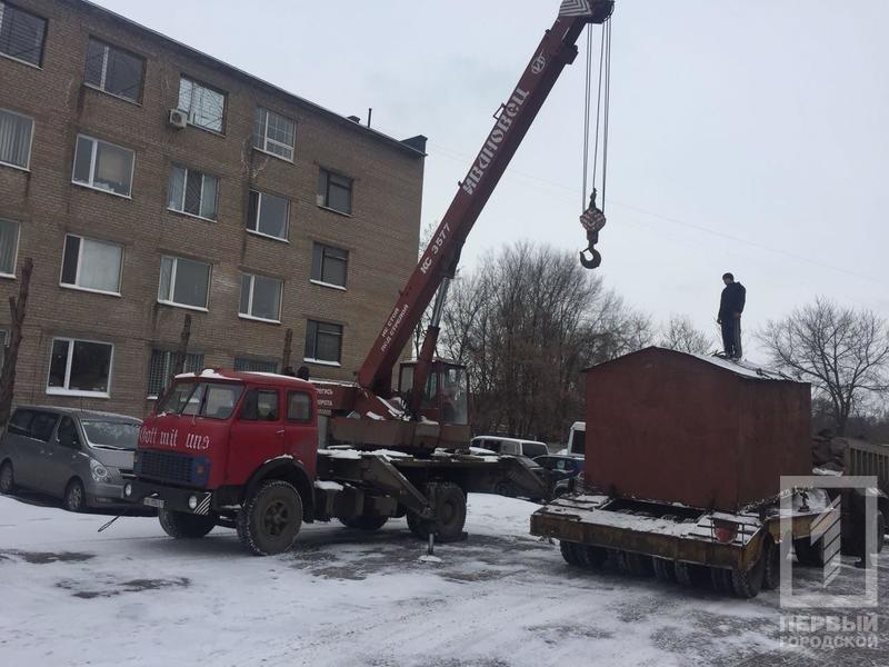 В криворожском дворе демонтировали гараж, куда сносили краденный металл (ФОТО), фото-7