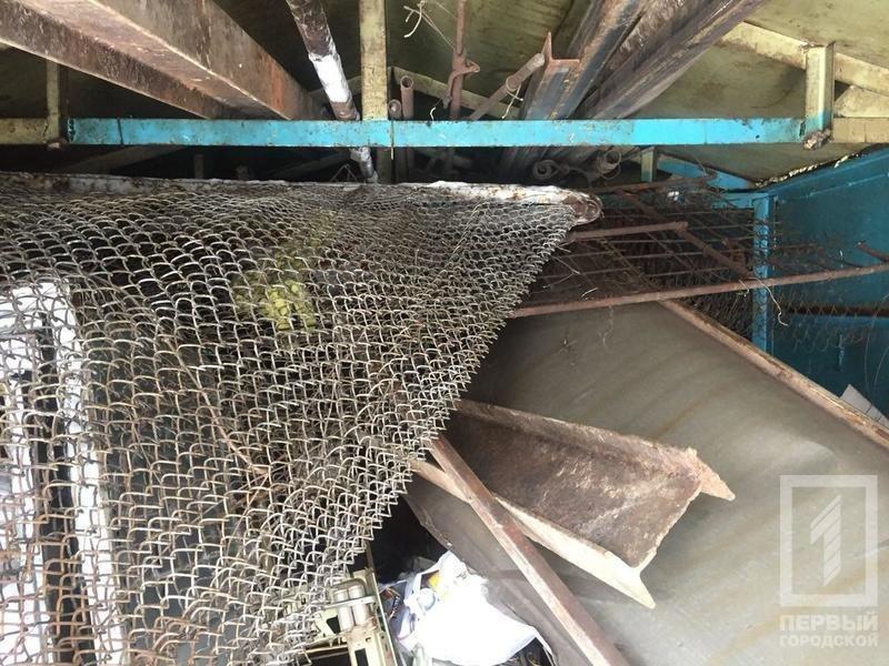 В криворожском дворе демонтировали гараж, куда сносили краденный металл (ФОТО), фото-5