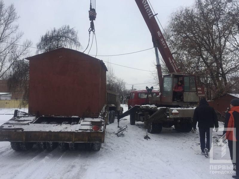 В криворожском дворе демонтировали гараж, куда сносили краденный металл (ФОТО), фото-3