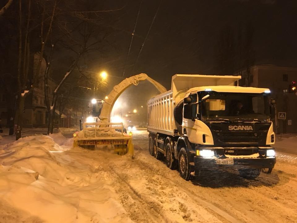 За сутки на криворожские дороги высыпали более 400 тонн противогололедной смеси  (ФОТО), фото-3