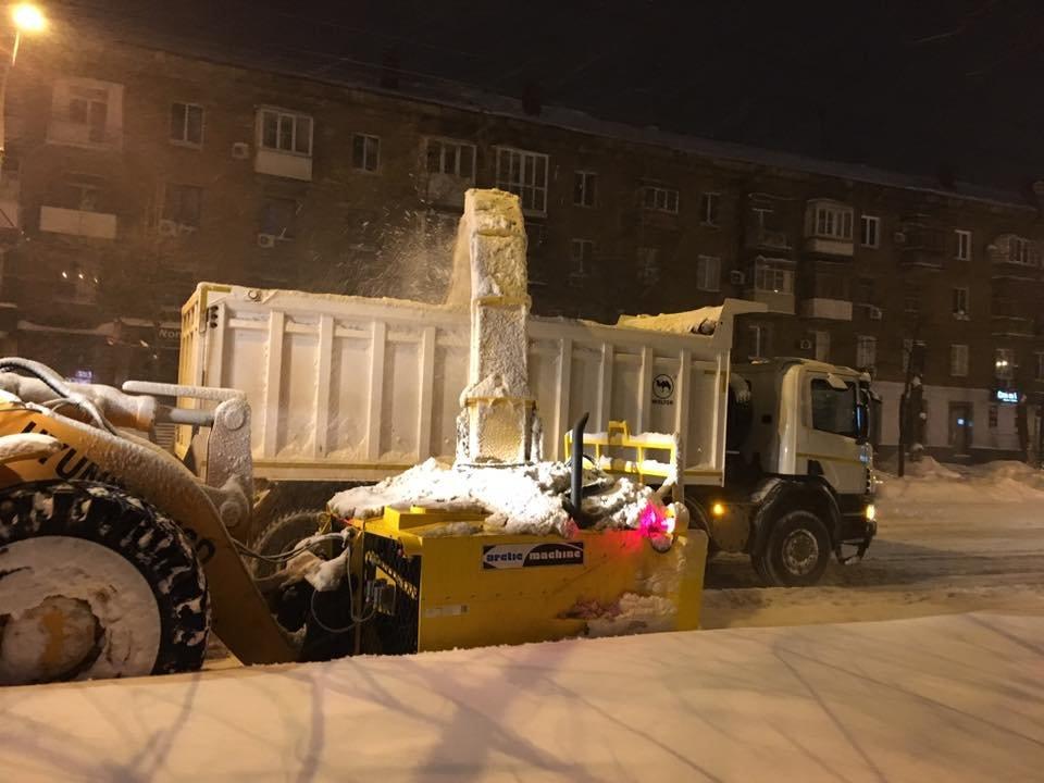 За сутки на криворожские дороги высыпали более 400 тонн противогололедной смеси  (ФОТО), фото-4