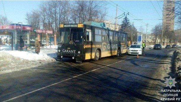 """В Кривом Роге: таксист учинил самосуд над пассажиром, нашли труп в колодце, """"Citroen"""" влетел в троллейбус, фото-2"""