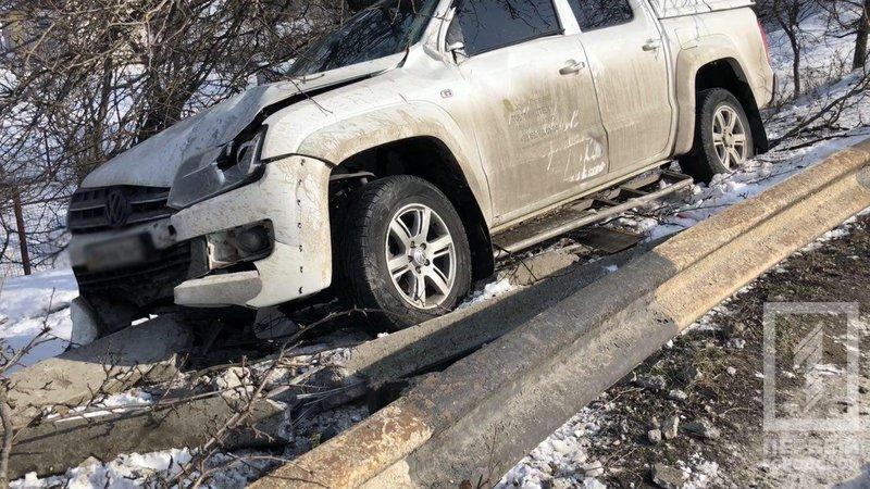 Скользкая дорога: В Кривом Роге падение внедорожника с крутого склона предотвратило дерево (ФОТО), фото-2