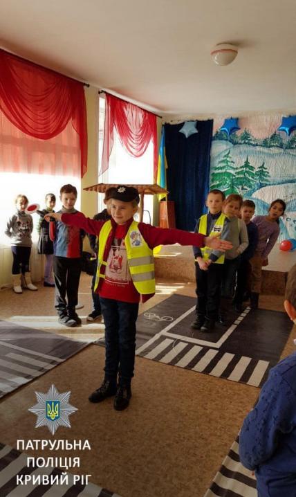 Криворожские школьники отрабатывали навыки поведения в экстренных ситуациях на дороге (ФОТО), фото-3