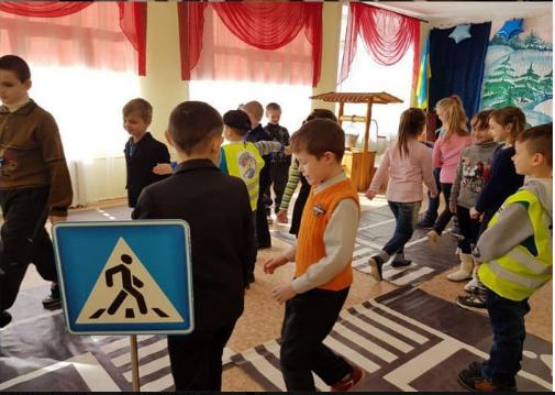 Криворожские школьники отрабатывали навыки поведения в экстренных ситуациях на дороге (ФОТО), фото-1