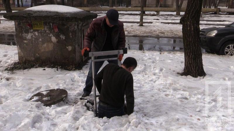 Криворожские журналисты спасли бездомную собаку, провалившуюся в колодец (ФОТО), фото-3