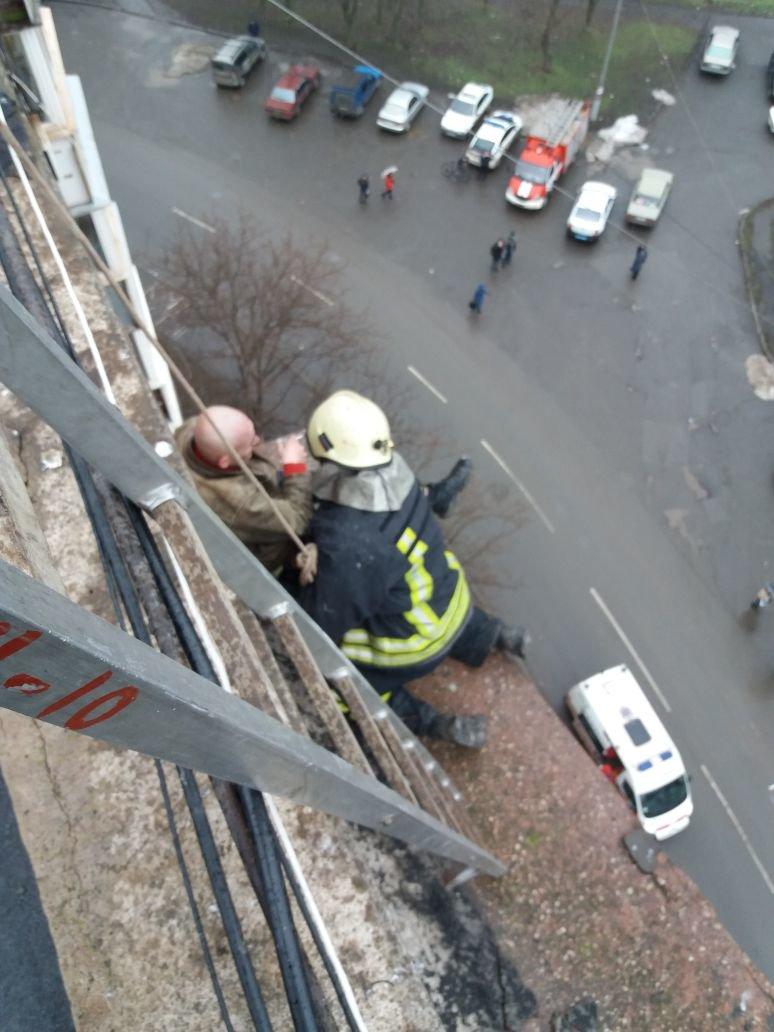 Пьяный криворожанин пытался с крыши перелезть на балкон 9 этажа (ФОТО), фото-1