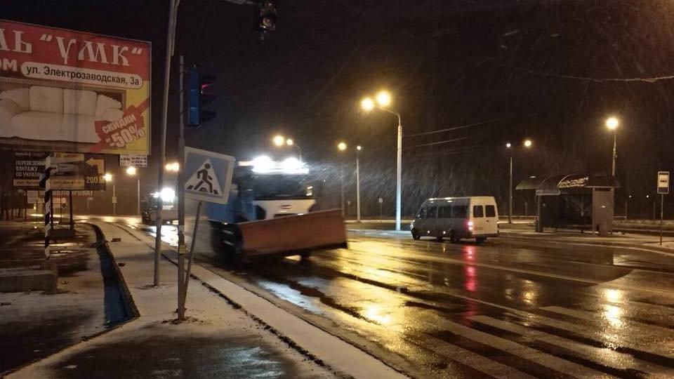 Кривой Рог замело: в полночь на дорогах города работало 27 единиц спецтехники (ФОТО), фото-4
