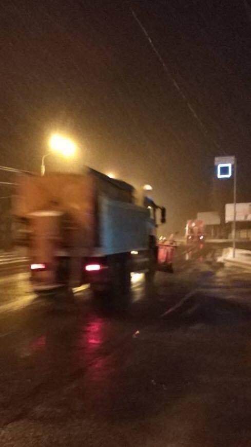 Кривой Рог замело: в полночь на дорогах города работало 27 единиц спецтехники (ФОТО), фото-3