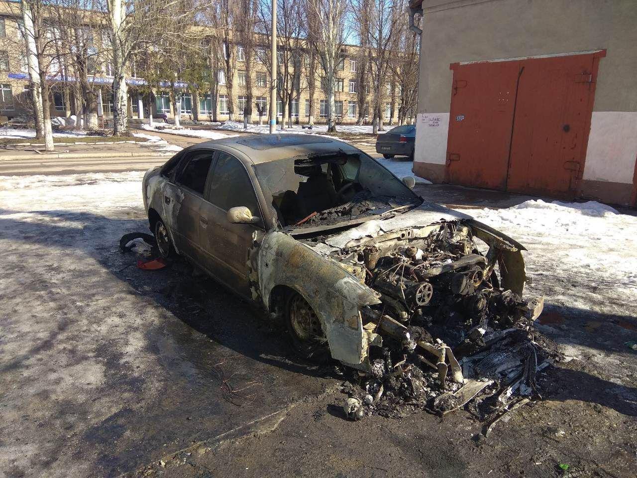 Ночью в криворожском дворе сгорела иномарка (ФОТО), фото-1