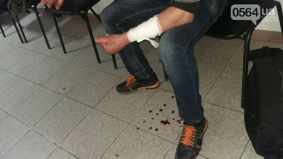 В Кривом Роге: мужчина резал вены в УВД, мусоровоз врезался в Hyundai, женщина воровала с могил венки и продавала, фото-2