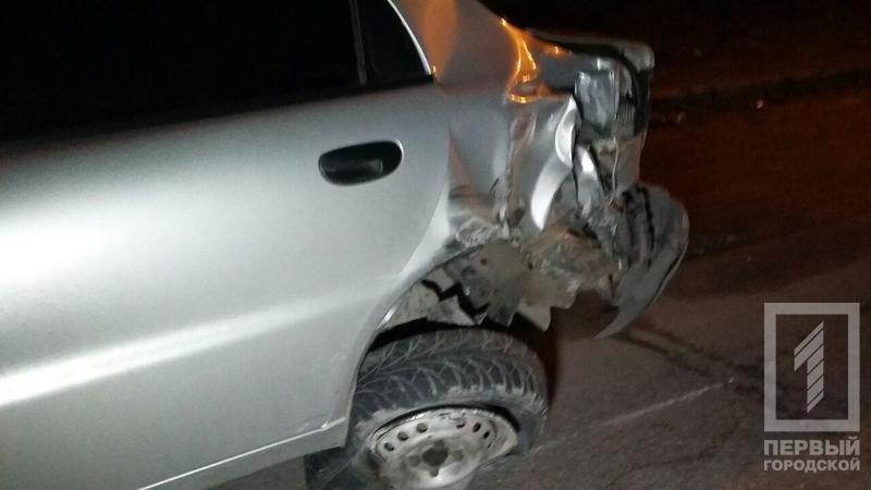 "ДТП в Кривого Рога: ""Toyota"" зацепила две легковушки и влетела в столб (ФОТО), фото-3"