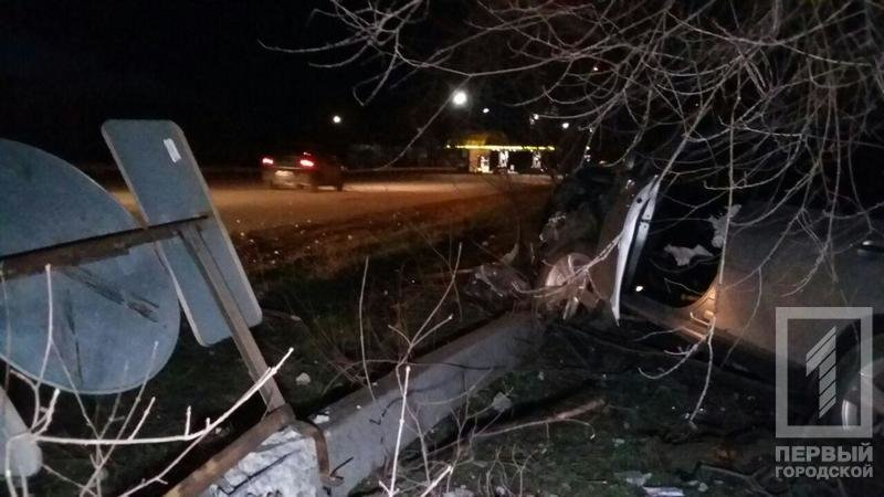 "ДТП в Кривого Рога: ""Toyota"" зацепила две легковушки и влетела в столб (ФОТО), фото-2"