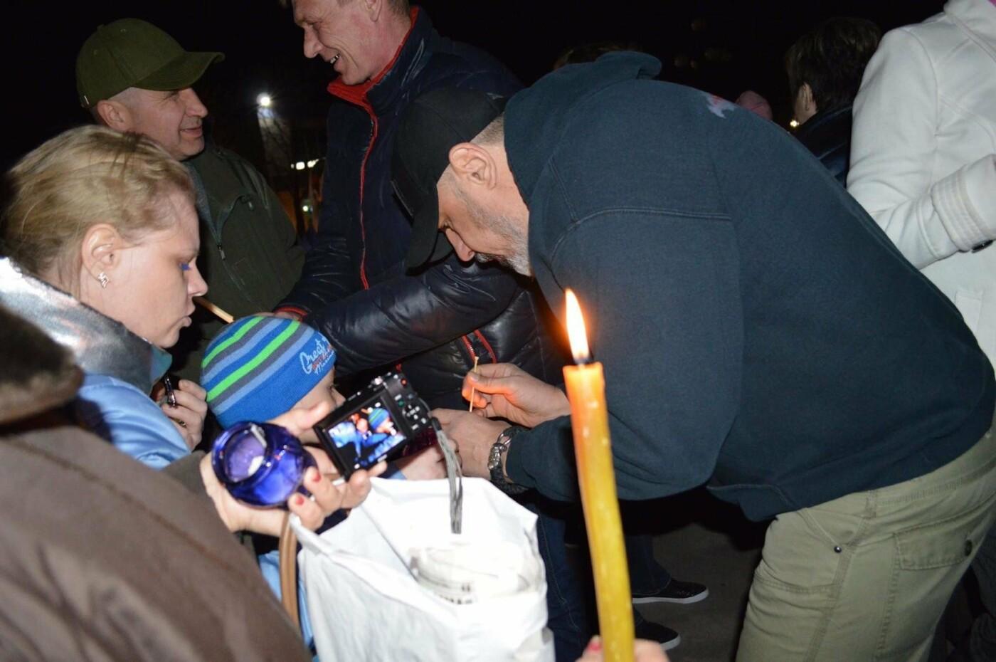 """Накануне Пасхи бойцы """"Кривбасса"""" и волонтер поделились с горожанами частичкой Благодатного Огня (ФОТО), фото-1"""