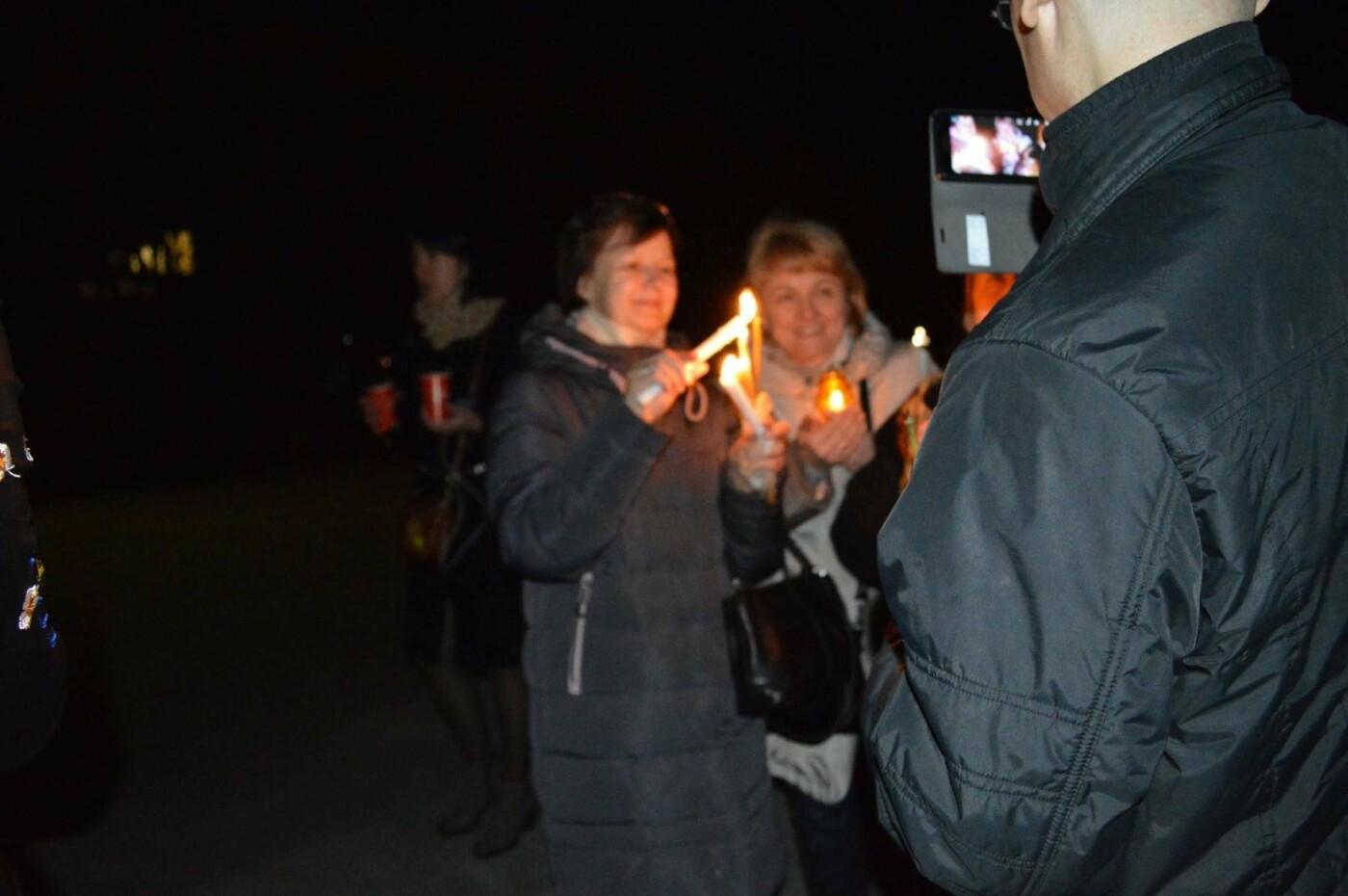 """Накануне Пасхи бойцы """"Кривбасса"""" и волонтер поделились с горожанами частичкой Благодатного Огня (ФОТО), фото-2"""