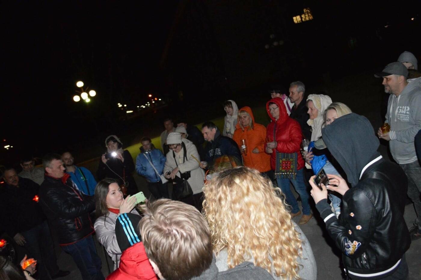 """Накануне Пасхи бойцы """"Кривбасса"""" и волонтер поделились с горожанами частичкой Благодатного Огня (ФОТО), фото-3"""