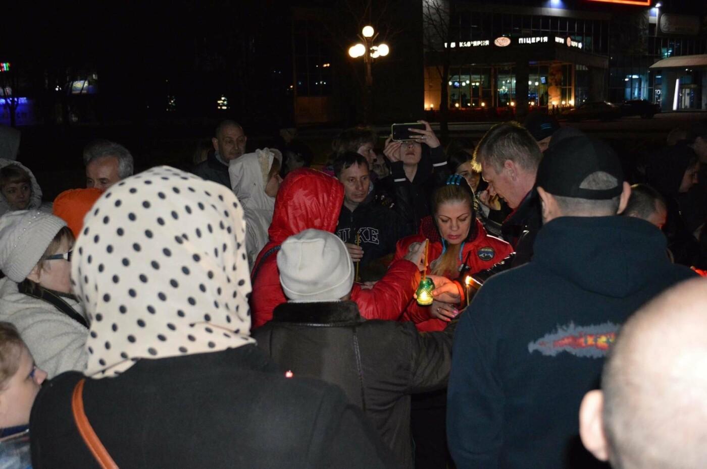 """Накануне Пасхи бойцы """"Кривбасса"""" и волонтер поделились с горожанами частичкой Благодатного Огня (ФОТО), фото-7"""