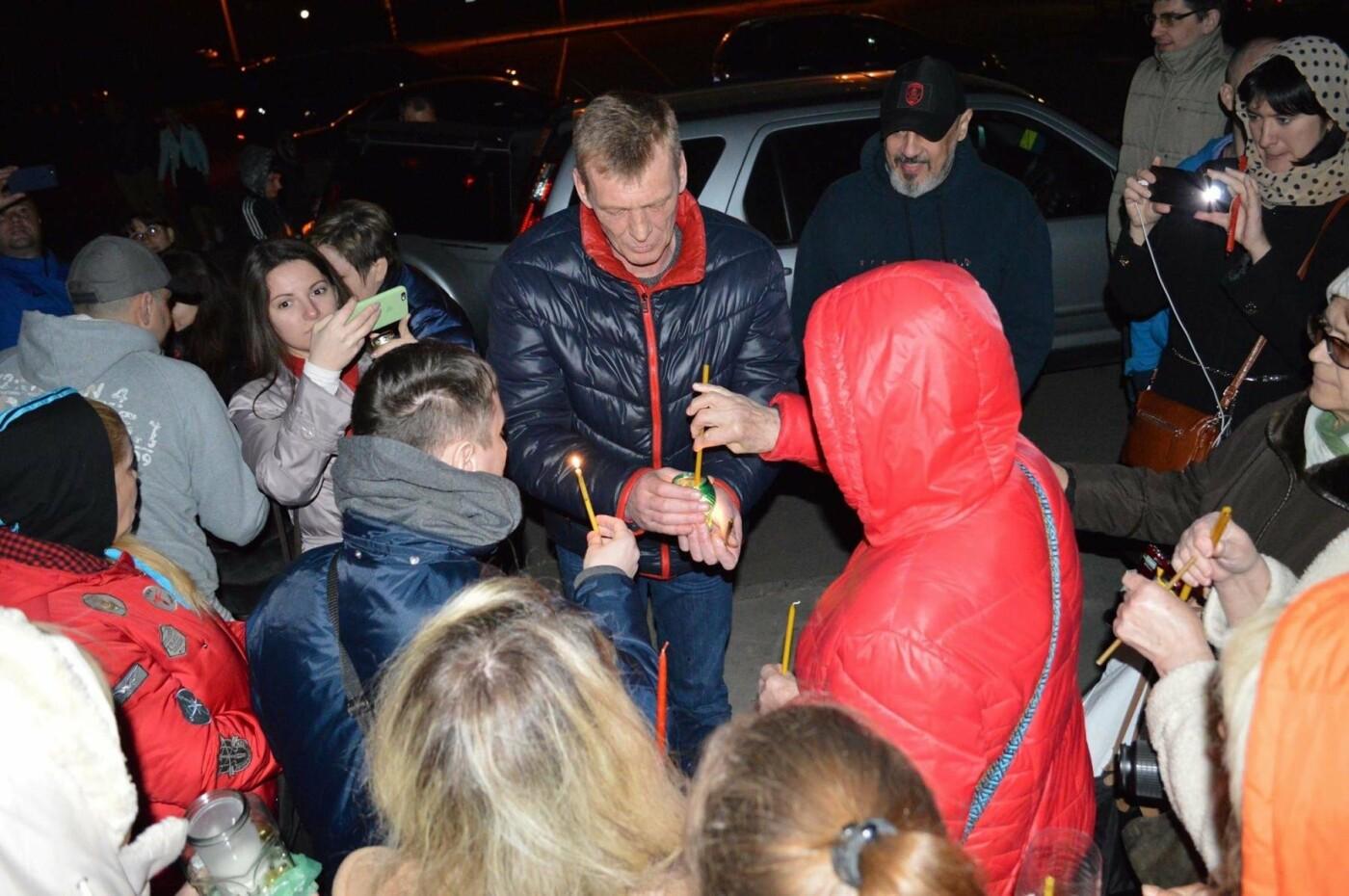 """Накануне Пасхи бойцы """"Кривбасса"""" и волонтер поделились с горожанами частичкой Благодатного Огня (ФОТО), фото-12"""