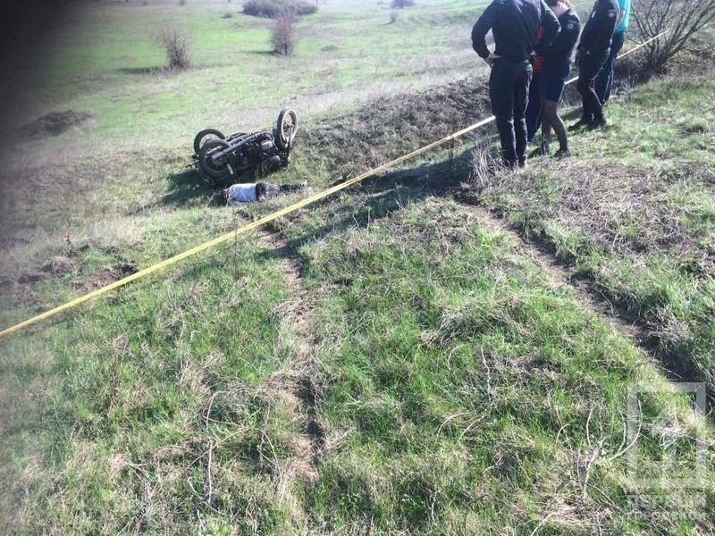 В Криворожском районе мотоцикл слетел в кювет и перевернулся. Водитель погиб на месте (ФОТО), фото-3