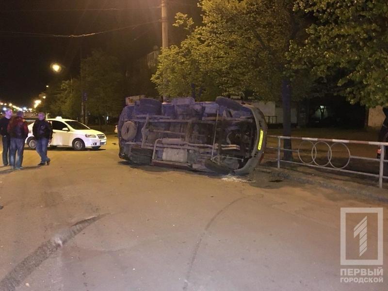 В Кривом Роге от удара иномарки перевернулся микроавтобус с женщиной в салоне (ФОТО), фото-2