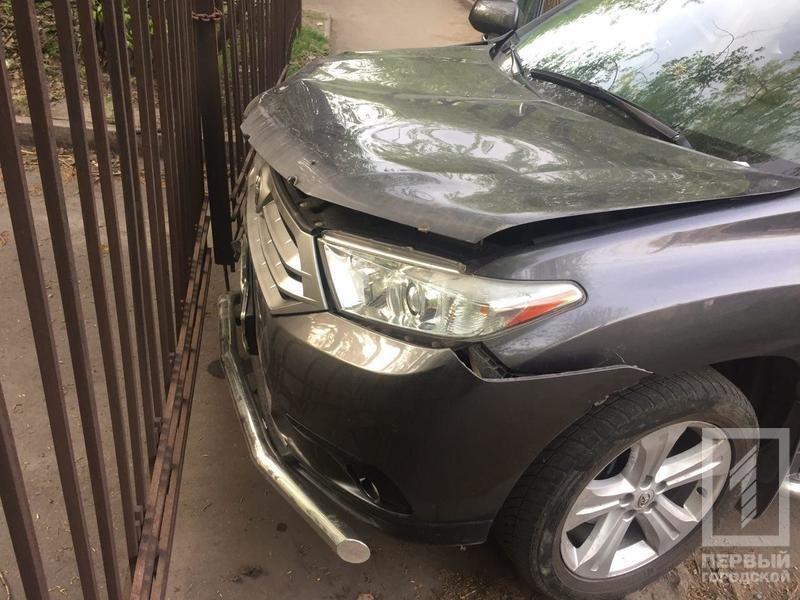 """В Кривом Роге нетрезвый водитель """"Land Cruiser'а"""" влетел в две легковушки и пытался скрыться с места ДТП (ФОТО), фото-3"""
