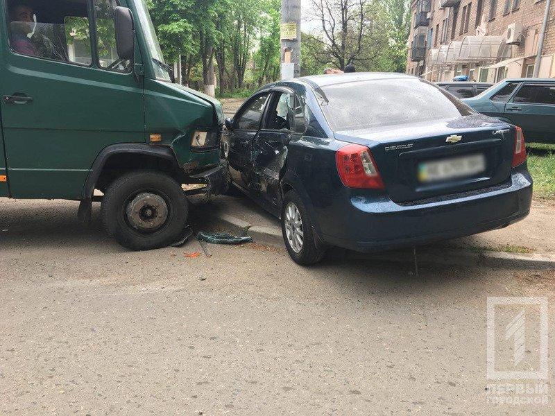 Очередное ДТП в Кривом Роге - столкнулись грузовик и легковушка (ФОТО), фото-1
