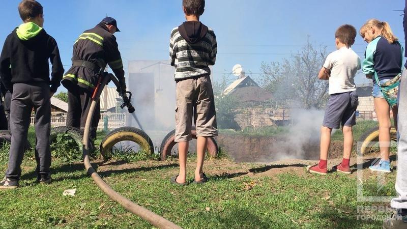 В Кривом Роге неизвестные подожгли шины (ФОТО), фото-4