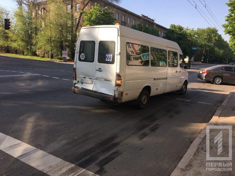 В Кривом Роге столкнулись микроавтобус и 223-я маршрутка. Среди пострадавших - дети (ФОТО), фото-4
