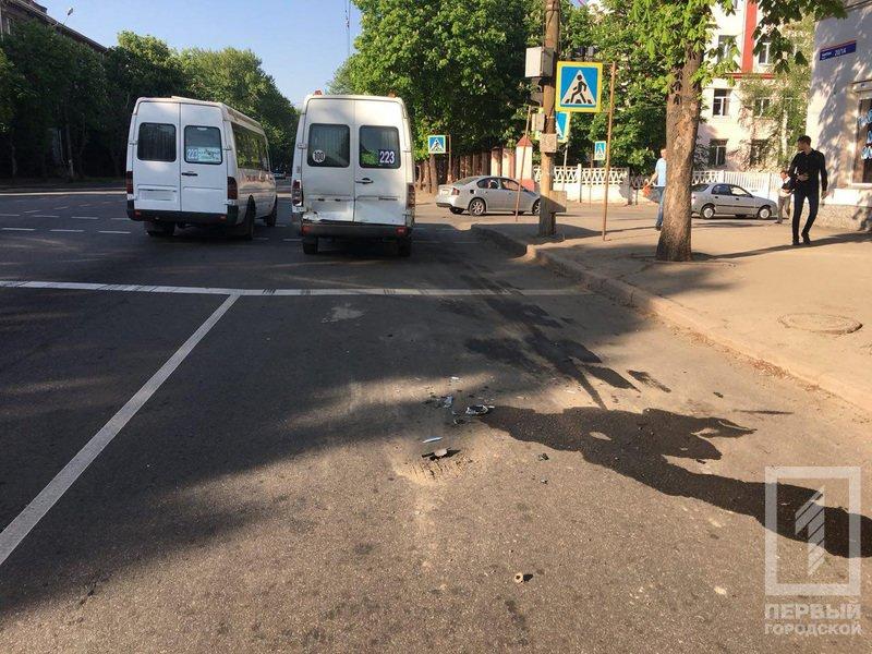 В Кривом Роге столкнулись микроавтобус и 223-я маршрутка. Среди пострадавших - дети (ФОТО), фото-5