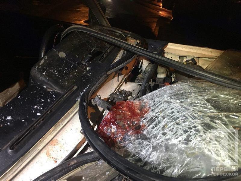 В Кривом Роге легковой автомобиль влетел в автобус: пострадавших госпитализировали в тяжелом состоянии, - ФОТО , фото-2