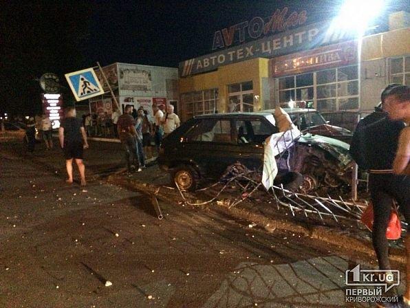 В Кривом Роге легковушка снесла ограждение и влетела в автомобили на стоянке, - ФОТО, фото-5