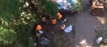 В центре Кривого Рога обслуживающая компания зарывала мусор под окнами многоэтажки, фото-2
