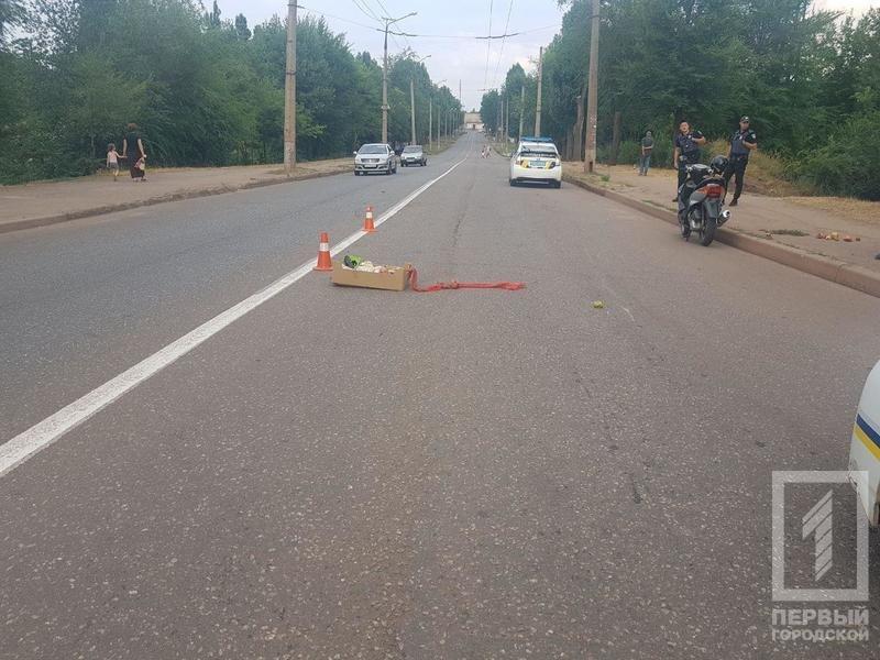В Кривом Роге скутер столкнулся с пешеходом. Пострадал водитель, - ФОТО, фото-1