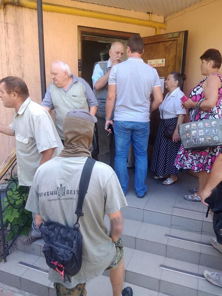 В Кривом Роге депутат от Опоблока оказался в муке и зеленке, - ФОТО, фото-3